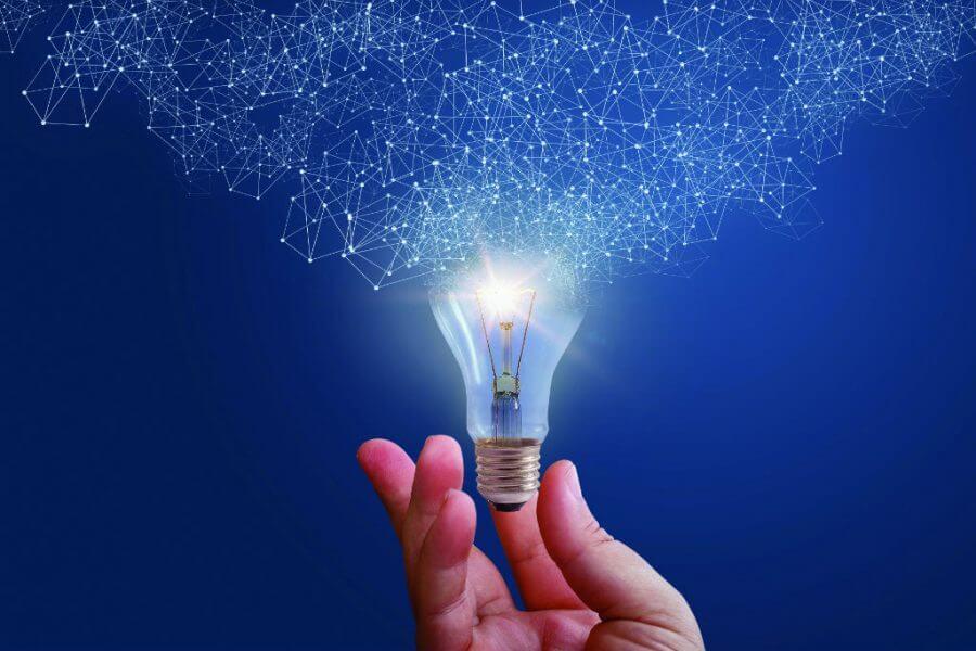 lampada liberando a conexão, a inovação. Representa a criatividade.